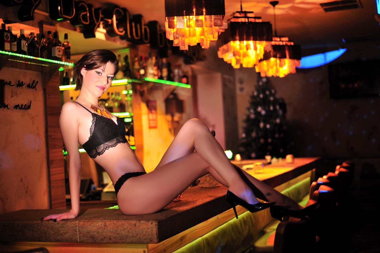 Marilyn Night Club sztriptízbár Éva